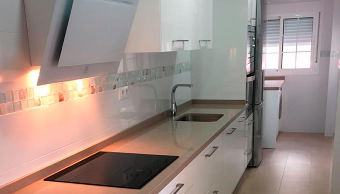 Cómo distribuir la cocina cuando tenemos poco espacio - DICOMO