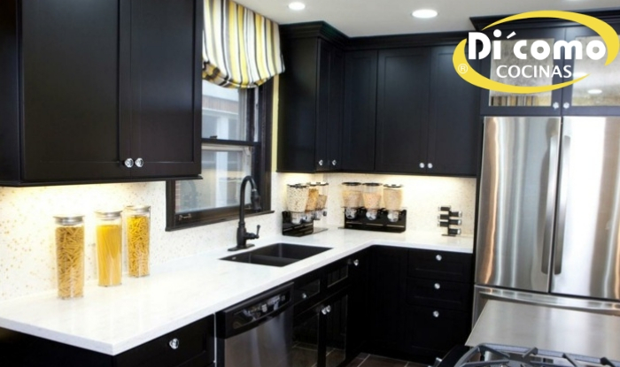 Una cocina pequeña con gabinetes negros  - Tienda de Muebles de ... 892badb56f92
